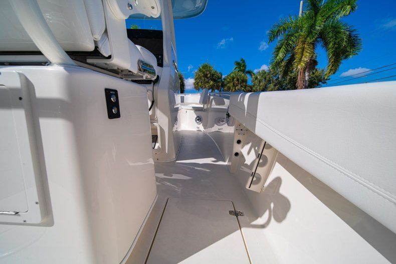 Image 12 for 2020 Cobia 262 CC Center Console in West Palm Beach, FL