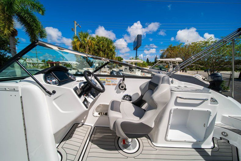 Thumbnail 16 for New 2020 Hurricane SD 2400 OB boat for sale in West Palm Beach, FL