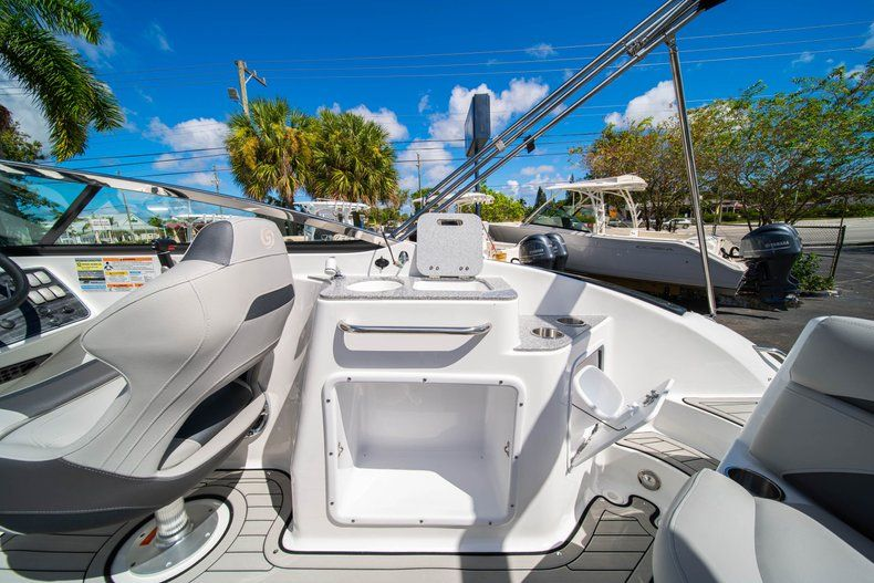 Thumbnail 13 for New 2020 Hurricane SD 2400 OB boat for sale in West Palm Beach, FL