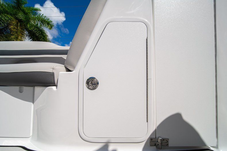 Thumbnail 26 for New 2020 Hurricane SD 2400 OB boat for sale in West Palm Beach, FL