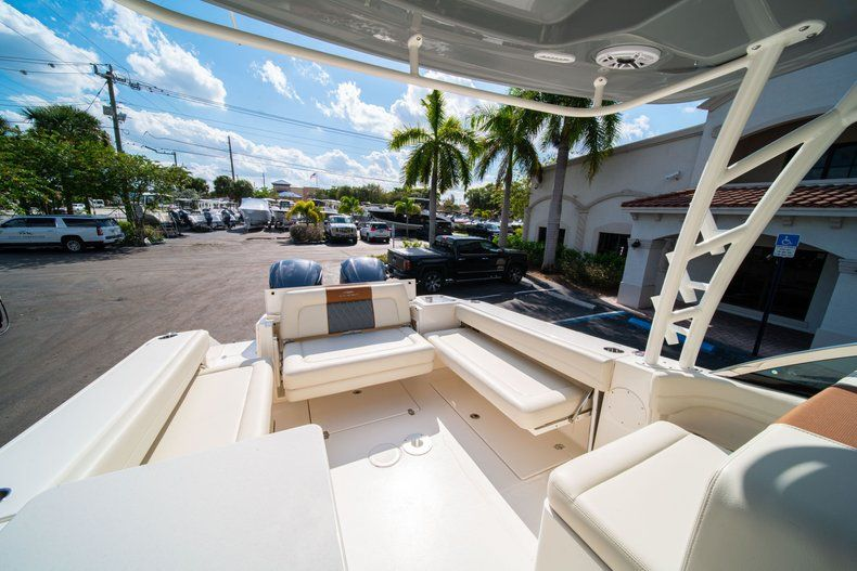 Thumbnail 12 for New 2020 Cobia 280 DC Dual Console boat for sale in Fort Lauderdale, FL