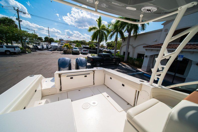 Thumbnail 11 for New 2020 Cobia 280 DC Dual Console boat for sale in Fort Lauderdale, FL