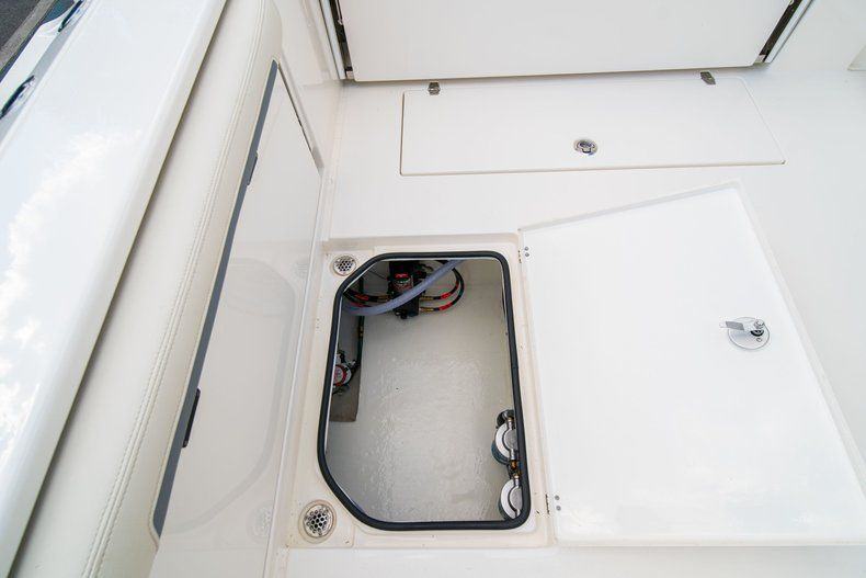 Thumbnail 16 for New 2020 Cobia 280 DC Dual Console boat for sale in Fort Lauderdale, FL