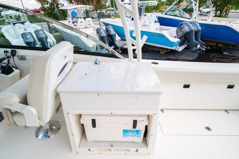 Thumbnail 23 for New 2020 Cobia 280 DC Dual Console boat for sale in Fort Lauderdale, FL