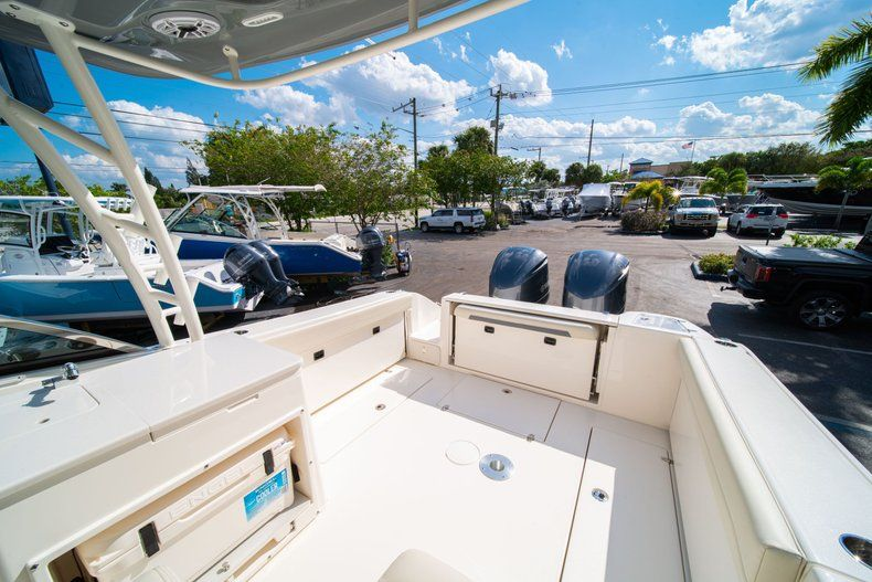 Thumbnail 9 for New 2020 Cobia 280 DC Dual Console boat for sale in Fort Lauderdale, FL