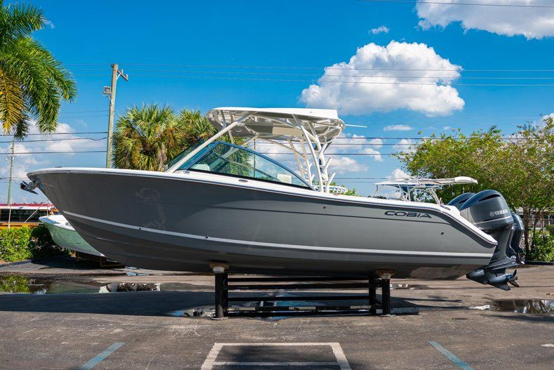 Thumbnail 4 for New 2020 Cobia 280 DC Dual Console boat for sale in Fort Lauderdale, FL