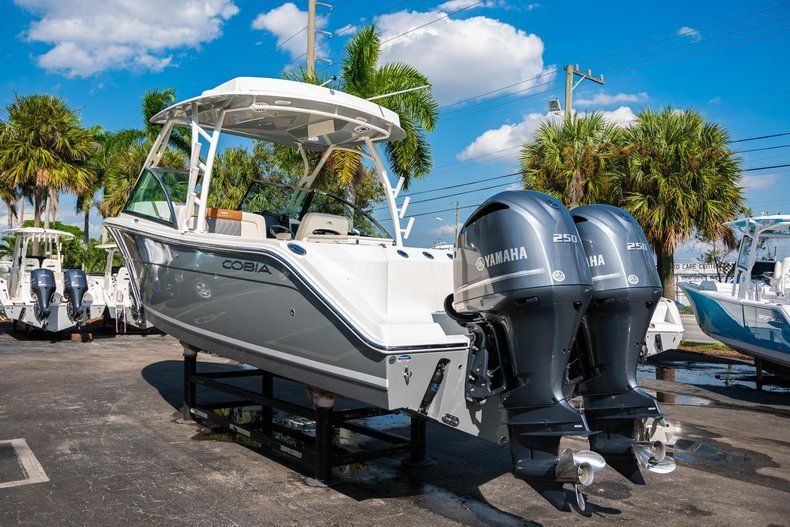 Thumbnail 5 for New 2020 Cobia 280 DC Dual Console boat for sale in Fort Lauderdale, FL