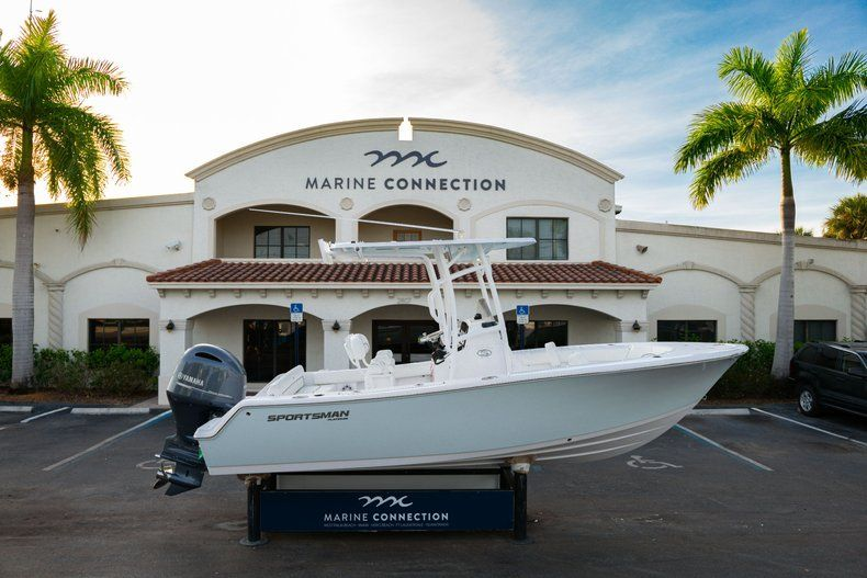 Thumbnail 0 for New 2020 Sportsman Heritage 211 Center Console boat for sale in Vero Beach, FL