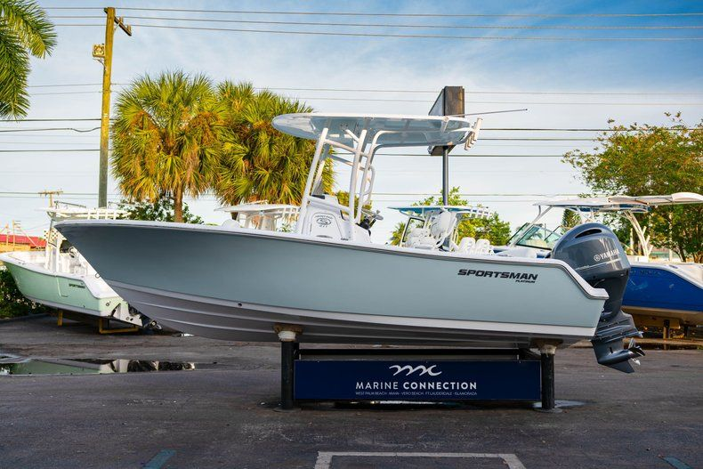 Thumbnail 4 for New 2020 Sportsman Heritage 211 Center Console boat for sale in Vero Beach, FL