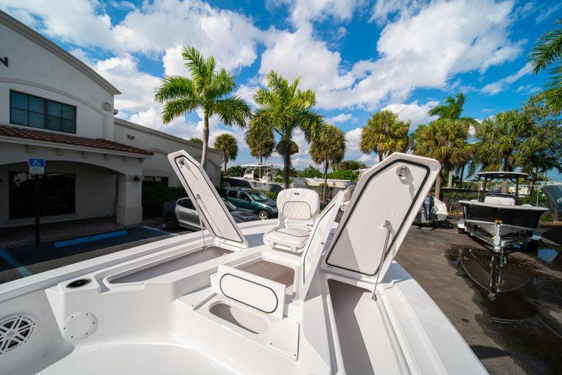 Thumbnail 24 for New 2020 Sportsman Tournament 214 SBX Bay Boat boat for sale in West Palm Beach, FL