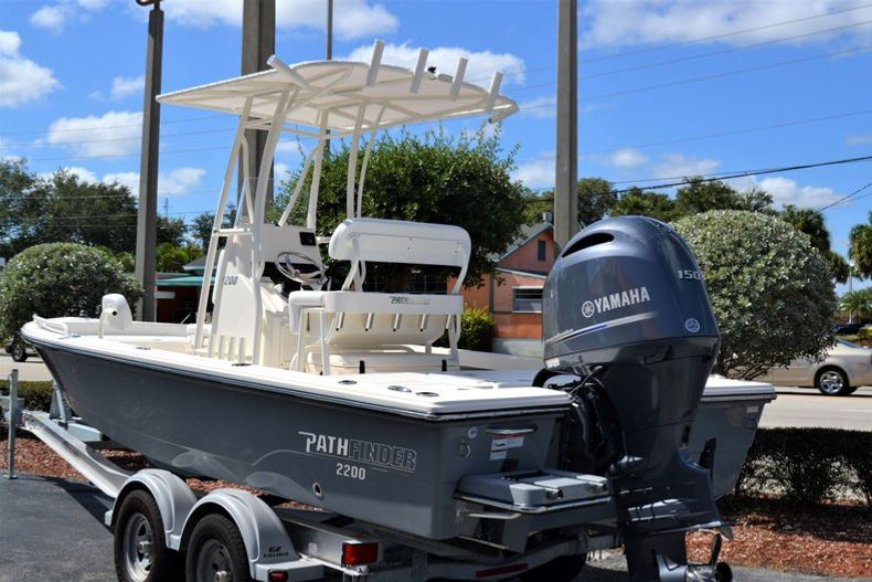 Thumbnail 3 for New 2020 Pathfinder 2200 TRS boat for sale in Fort Lauderdale, FL