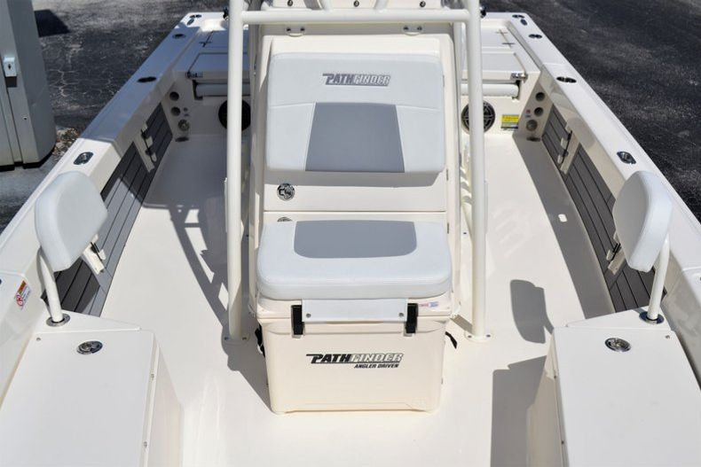 Thumbnail 14 for New 2020 Pathfinder 2200 TRS boat for sale in Fort Lauderdale, FL