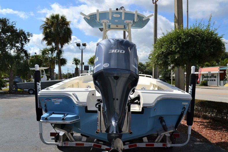 Thumbnail 4 for New 2020 Pathfinder 2600 TRS Bay Boat boat for sale in Vero Beach, FL