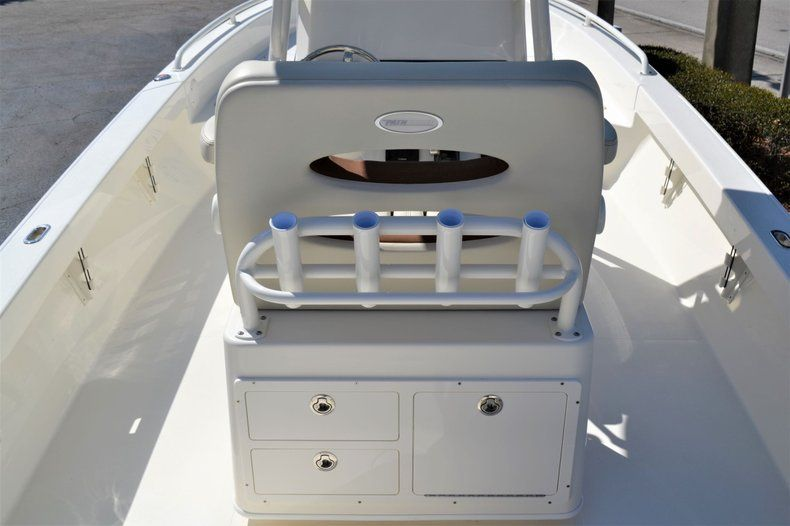 Thumbnail 10 for New 2020 Pathfinder 2600 TRS Bay Boat boat for sale in Vero Beach, FL