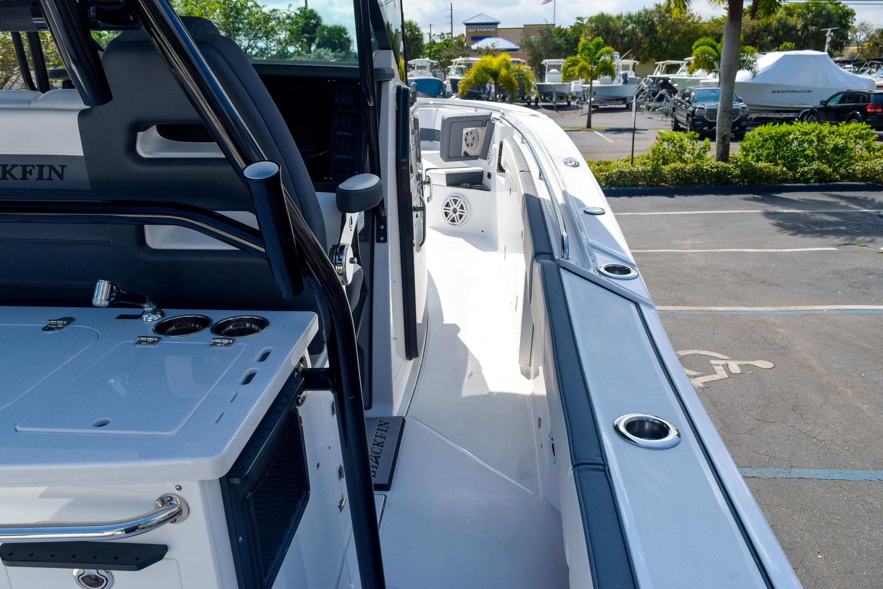 Thumbnail 41 for New 2020 Blackfin 332CC Center Console boat for sale in Fort Lauderdale, FL