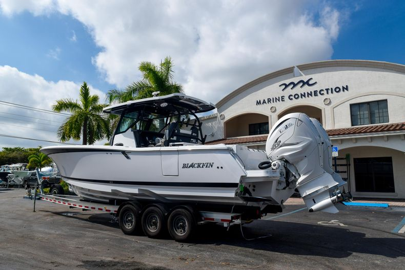 Thumbnail 2 for New 2020 Blackfin 332CC Center Console boat for sale in Fort Lauderdale, FL