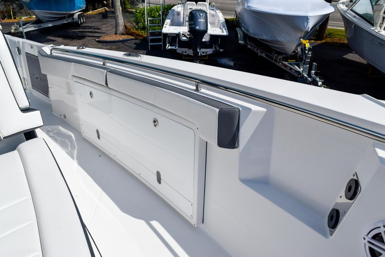 Thumbnail 73 for New 2020 Blackfin 332CC Center Console boat for sale in Fort Lauderdale, FL