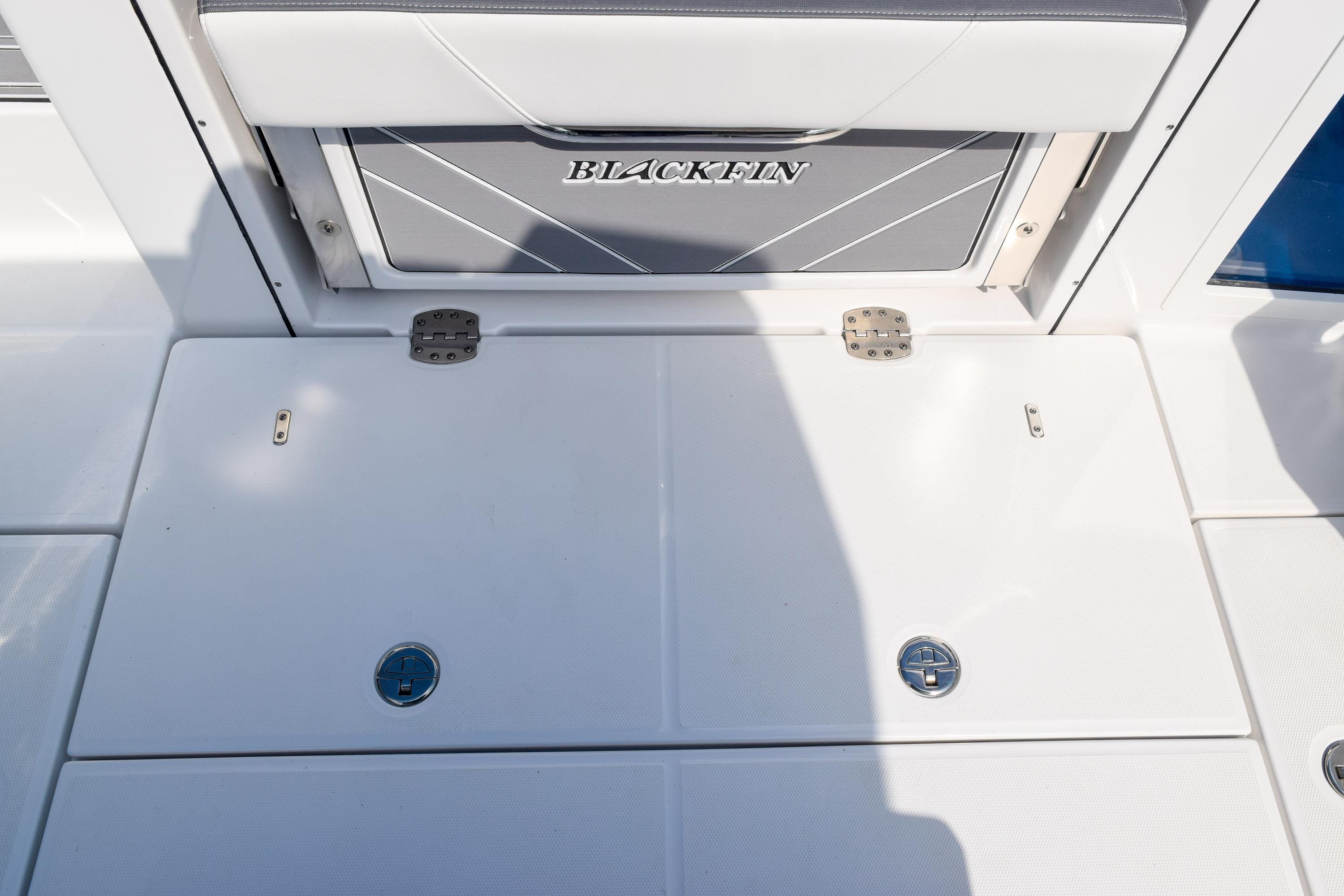 Thumbnail 16 for New 2020 Blackfin 332CC Center Console boat for sale in Fort Lauderdale, FL