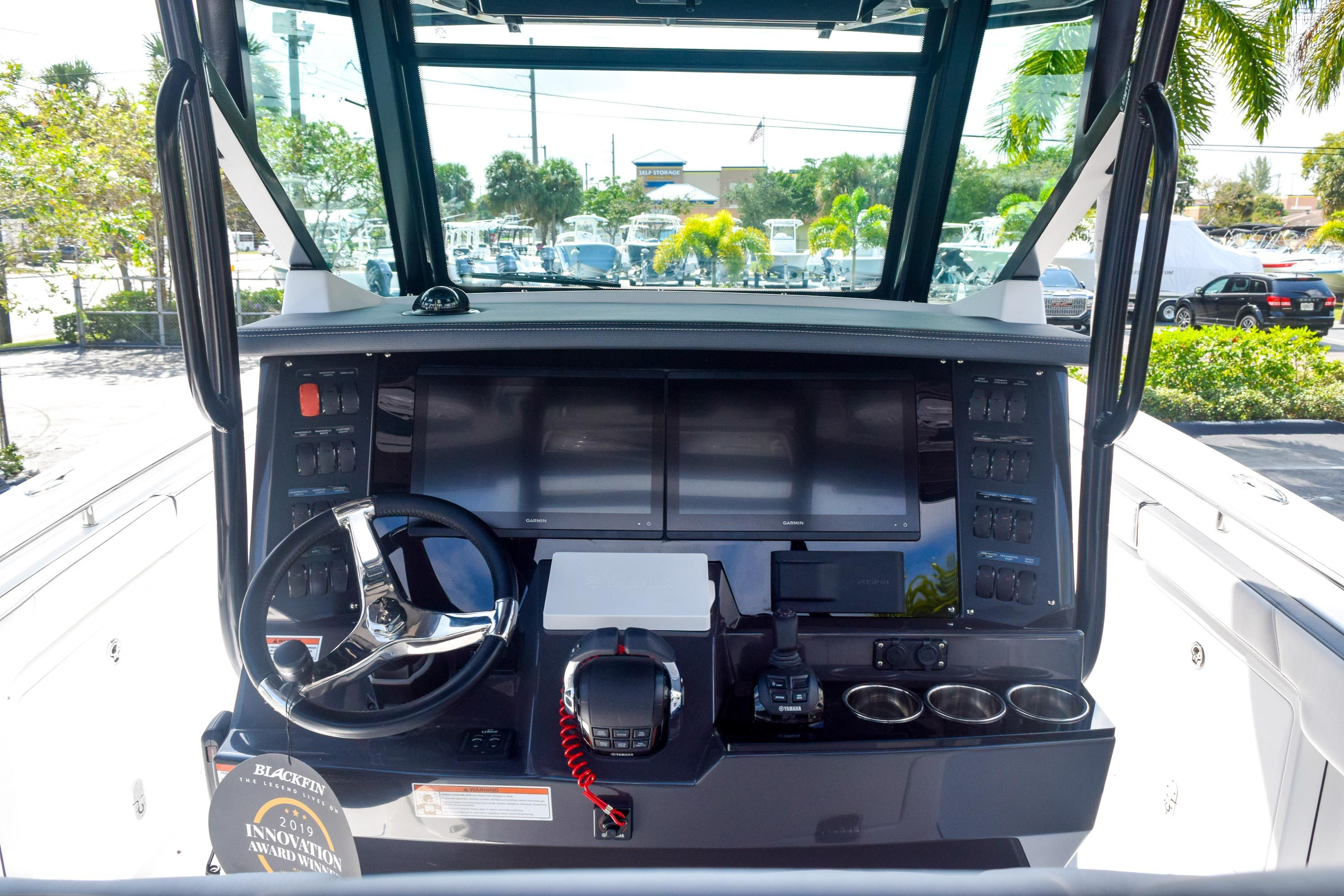 Thumbnail 43 for New 2020 Blackfin 332CC Center Console boat for sale in Fort Lauderdale, FL
