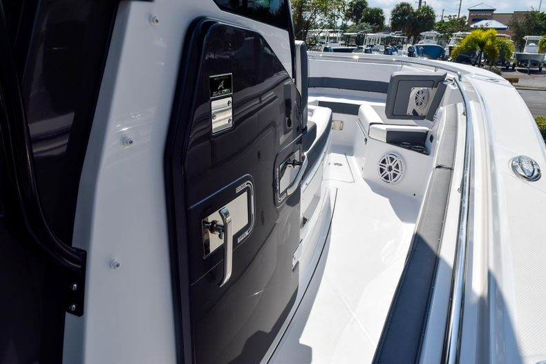 Thumbnail 63 for New 2020 Blackfin 332CC Center Console boat for sale in Fort Lauderdale, FL