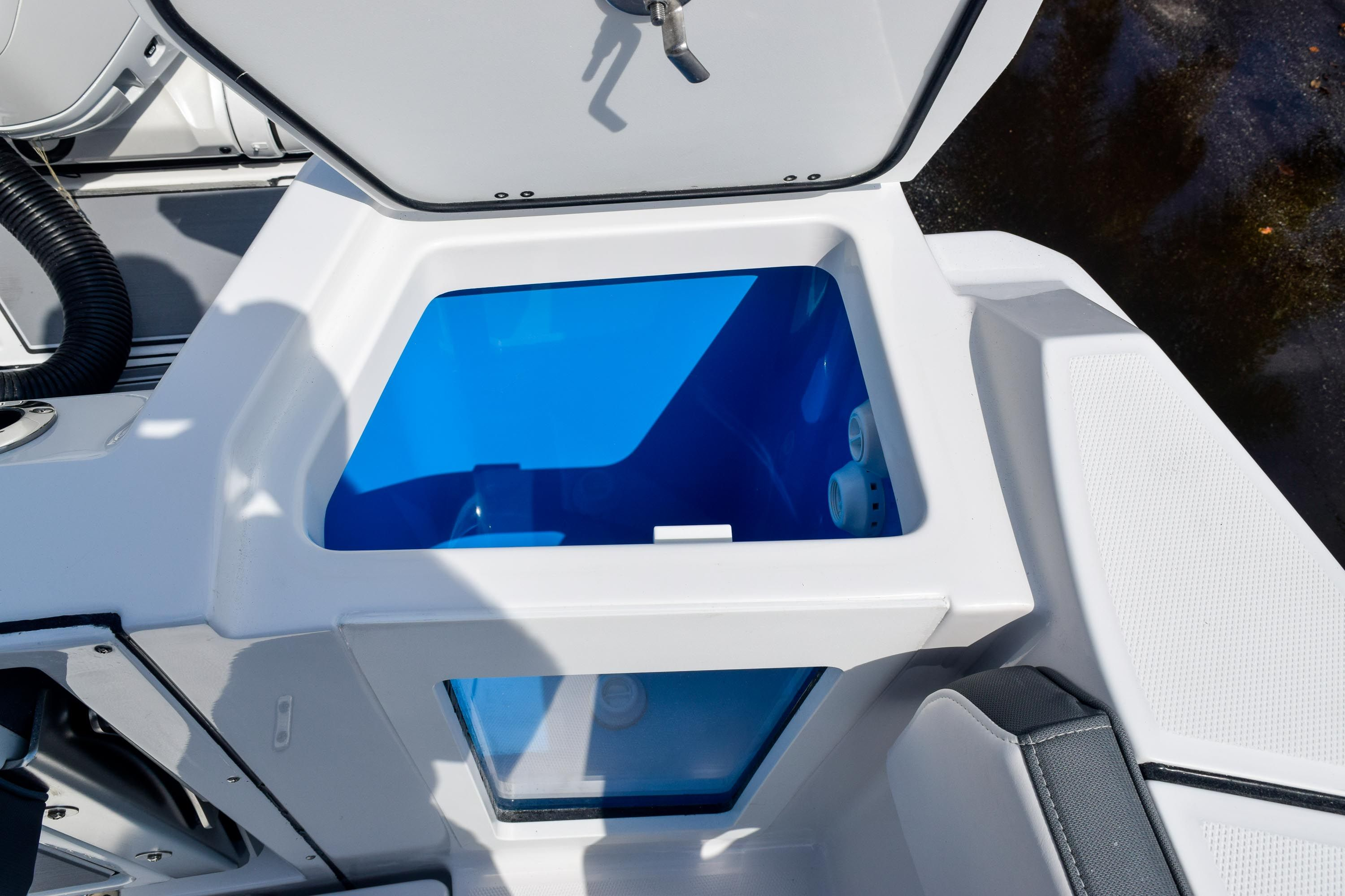 Thumbnail 21 for New 2020 Blackfin 332CC Center Console boat for sale in Fort Lauderdale, FL