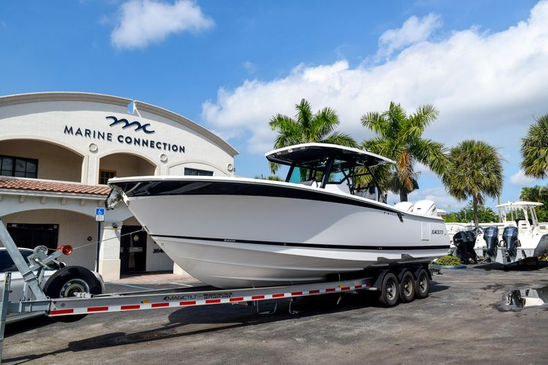 Thumbnail 1 for New 2020 Blackfin 332CC Center Console boat for sale in Fort Lauderdale, FL
