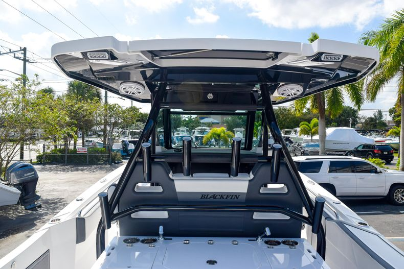 Thumbnail 25 for New 2020 Blackfin 332CC Center Console boat for sale in Fort Lauderdale, FL