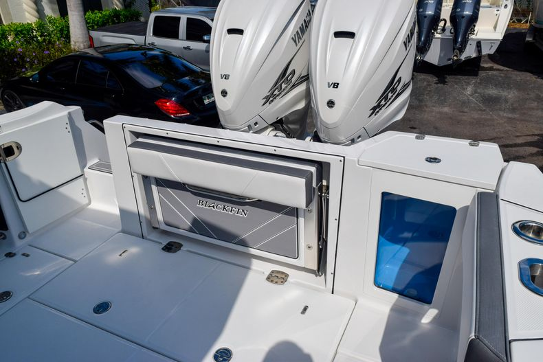 Thumbnail 22 for New 2020 Blackfin 332CC Center Console boat for sale in Fort Lauderdale, FL