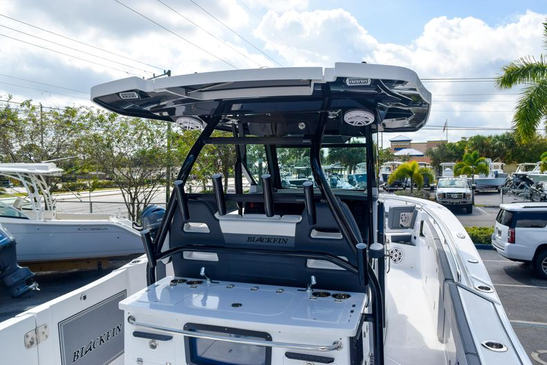 Thumbnail 13 for New 2020 Blackfin 332CC Center Console boat for sale in Fort Lauderdale, FL