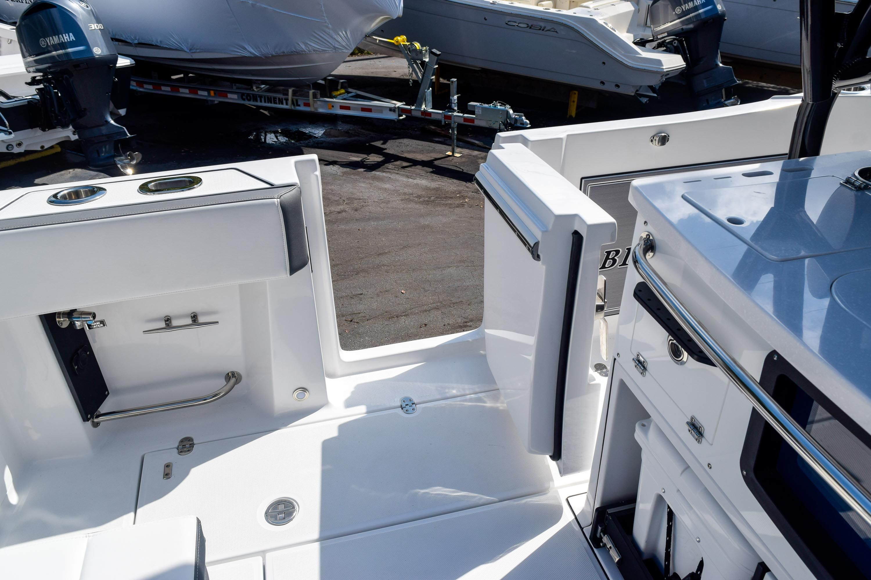 Thumbnail 40 for New 2020 Blackfin 332CC Center Console boat for sale in Fort Lauderdale, FL