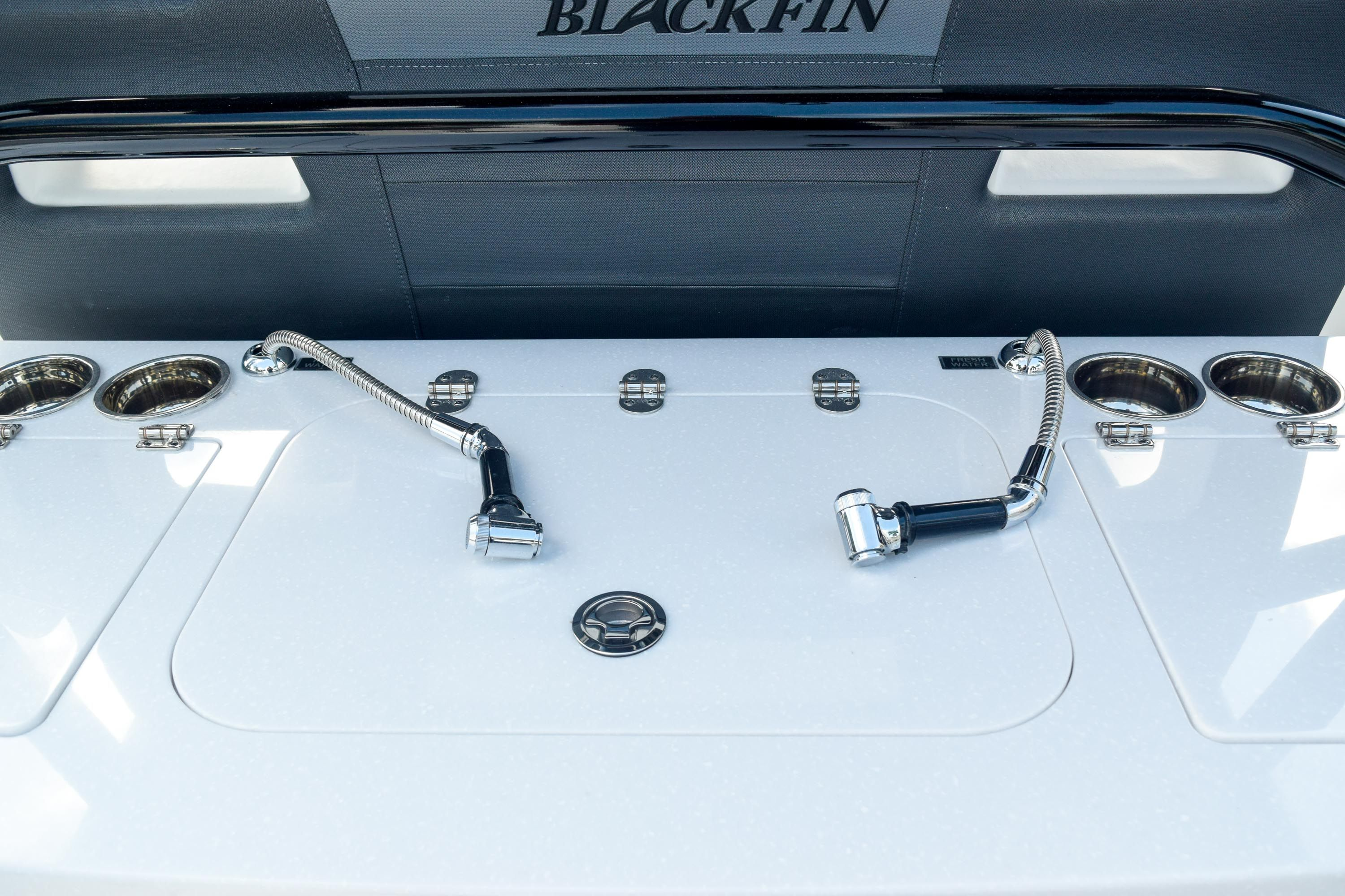 Thumbnail 29 for New 2020 Blackfin 332CC Center Console boat for sale in Fort Lauderdale, FL
