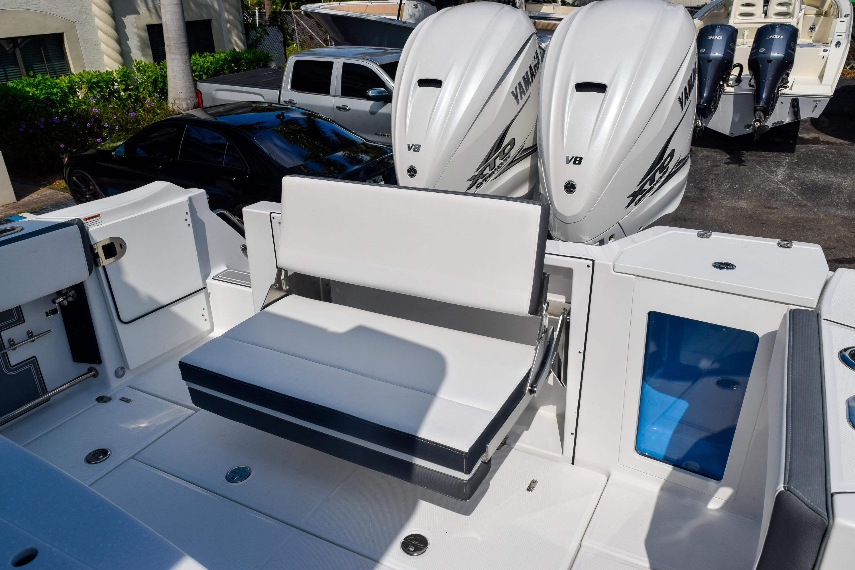 Thumbnail 23 for New 2020 Blackfin 332CC Center Console boat for sale in Fort Lauderdale, FL
