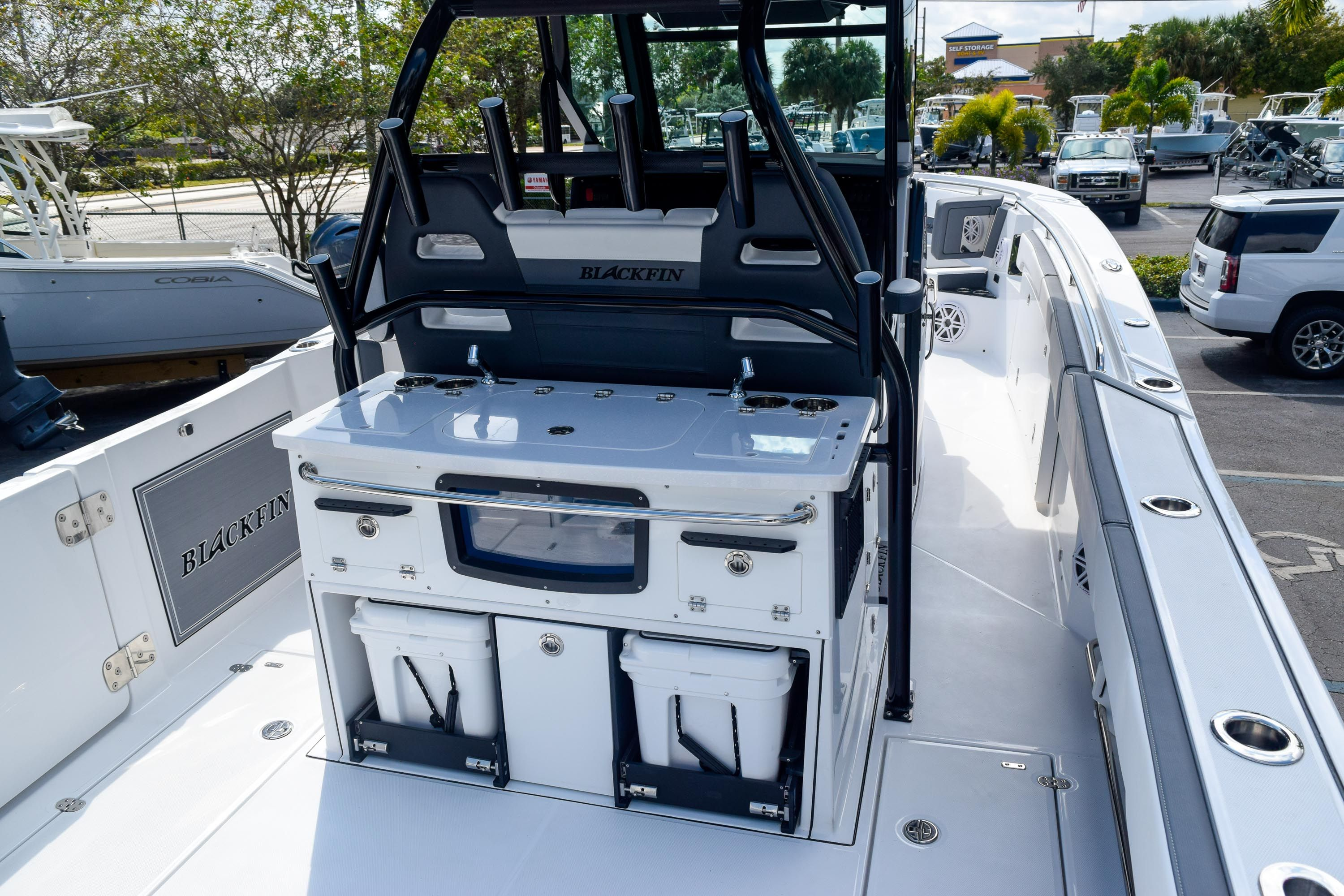 Thumbnail 12 for New 2020 Blackfin 332CC Center Console boat for sale in Fort Lauderdale, FL