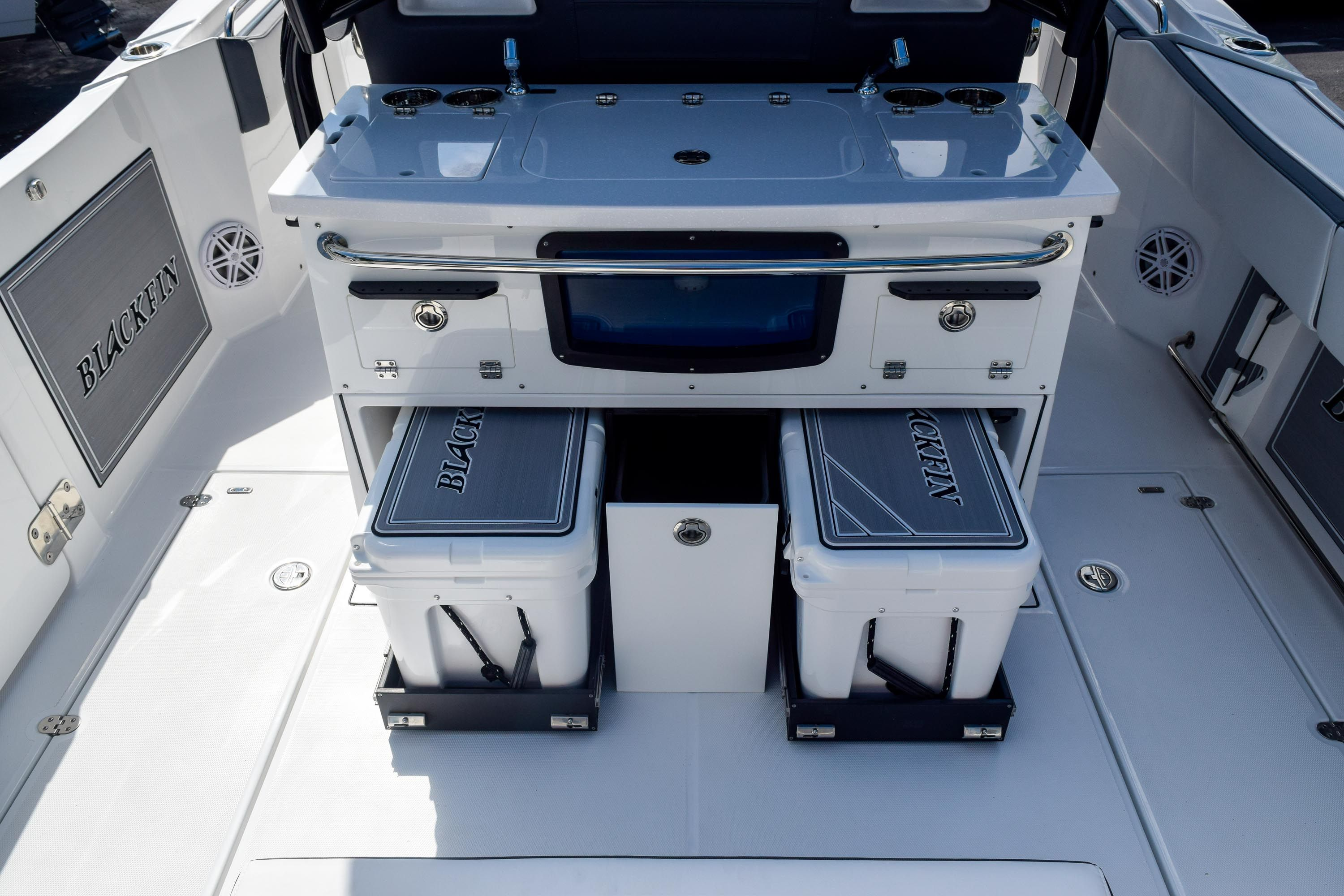 Thumbnail 26 for New 2020 Blackfin 332CC Center Console boat for sale in Fort Lauderdale, FL