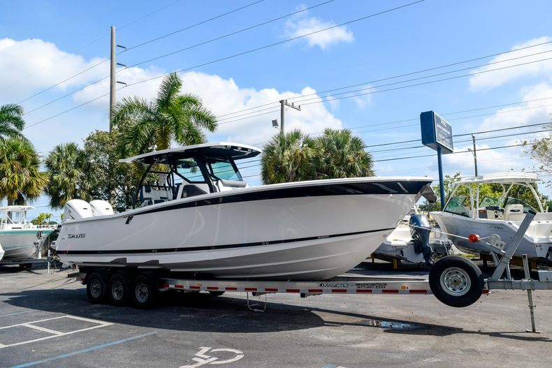 Thumbnail 7 for New 2020 Blackfin 332CC Center Console boat for sale in Fort Lauderdale, FL