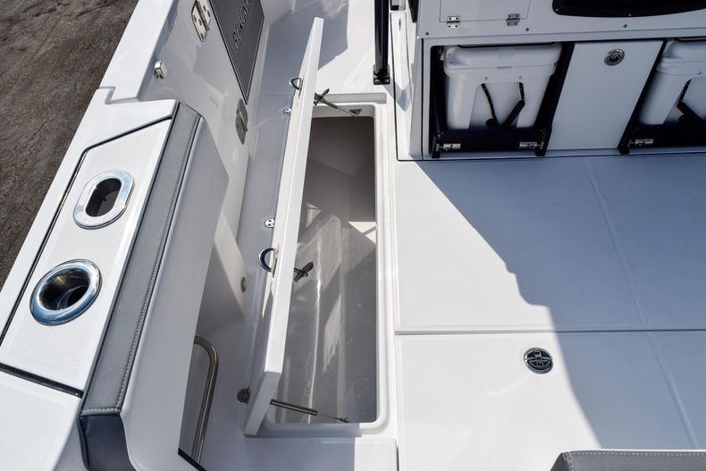 Thumbnail 19 for New 2020 Blackfin 332CC Center Console boat for sale in Fort Lauderdale, FL