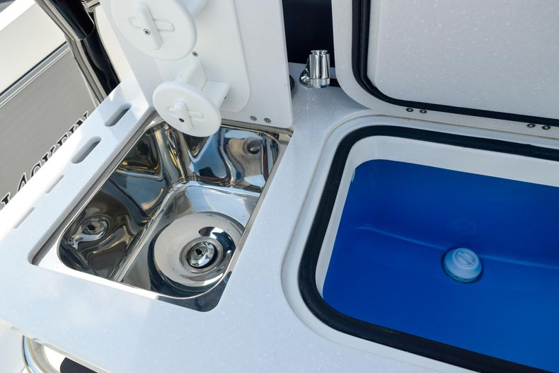 Thumbnail 33 for New 2020 Blackfin 332CC Center Console boat for sale in Fort Lauderdale, FL