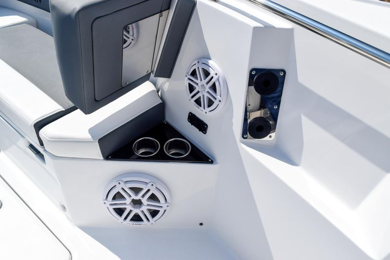 Thumbnail 71 for New 2020 Blackfin 332CC Center Console boat for sale in Fort Lauderdale, FL