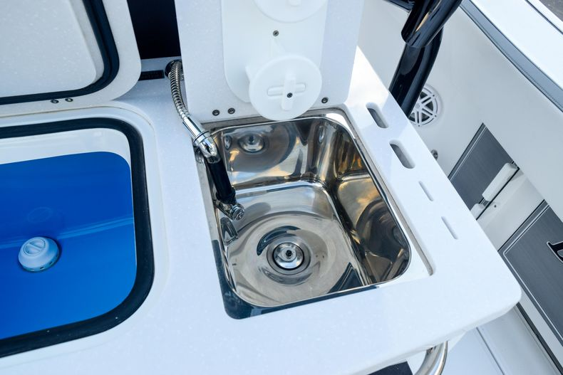 Thumbnail 34 for New 2020 Blackfin 332CC Center Console boat for sale in Fort Lauderdale, FL