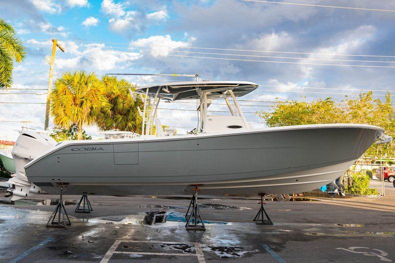 Thumbnail 4 for New 2020 Cobia 320 CC Center Console boat for sale in West Palm Beach, FL