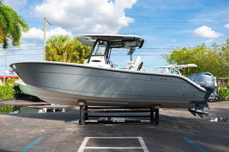 Thumbnail 4 for New 2020 Cobia 262 CC Center Console boat for sale in Vero Beach, FL