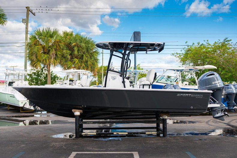 Thumbnail 4 for New 2020 Sportsman Masters 227 Bay Boat boat for sale in Vero Beach, FL