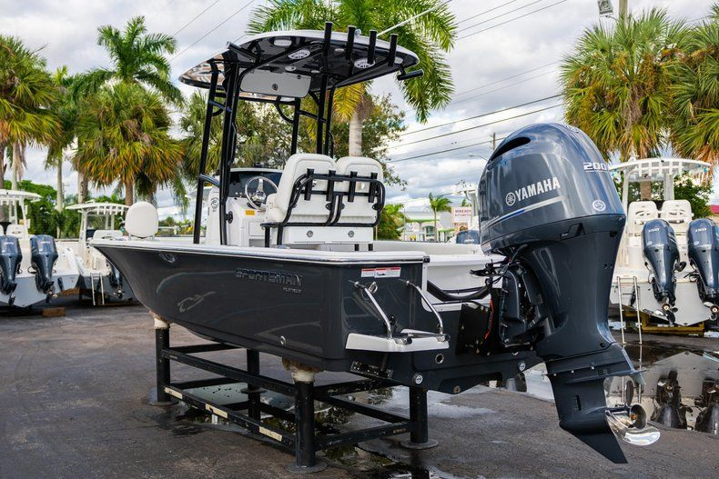 Thumbnail 5 for New 2020 Sportsman Masters 227 Bay Boat boat for sale in Vero Beach, FL