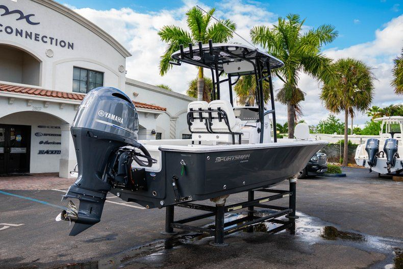 Thumbnail 7 for New 2020 Sportsman Masters 227 Bay Boat boat for sale in Vero Beach, FL