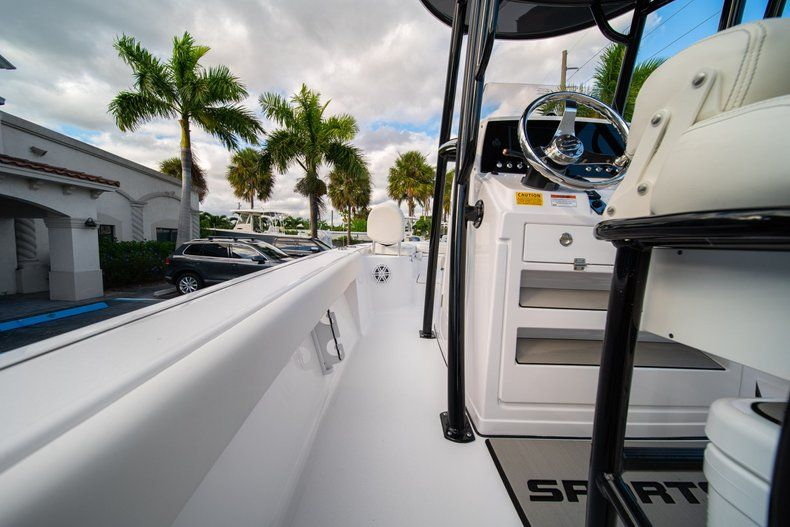 Thumbnail 16 for New 2020 Sportsman Masters 227 Bay Boat boat for sale in Vero Beach, FL
