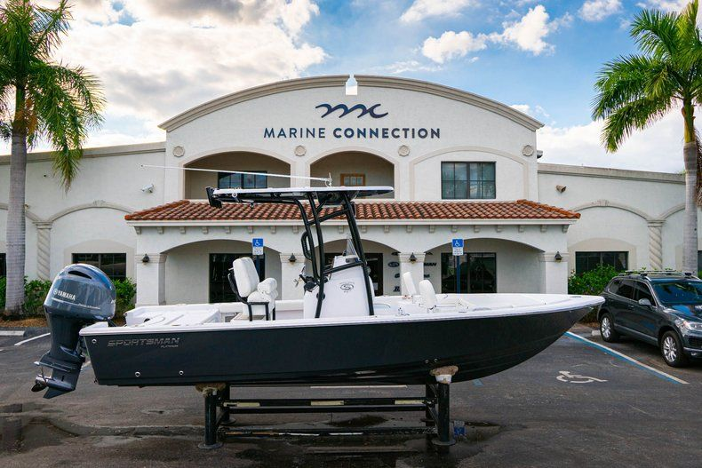 Thumbnail 0 for New 2020 Sportsman Masters 227 Bay Boat boat for sale in Vero Beach, FL