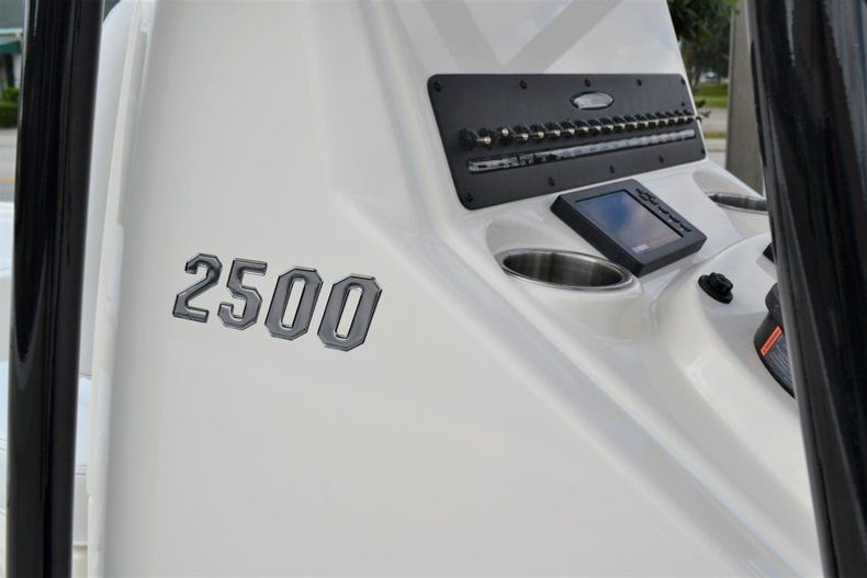 Thumbnail 13 for New 2020 Pathfinder 2500 Hybrid Bay Boat boat for sale in Fort Lauderdale, FL