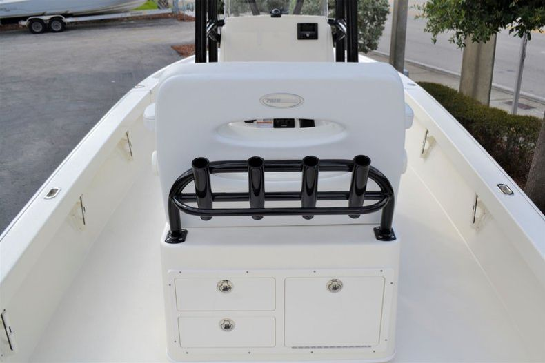 Thumbnail 10 for New 2020 Pathfinder 2500 Hybrid Bay Boat boat for sale in Fort Lauderdale, FL