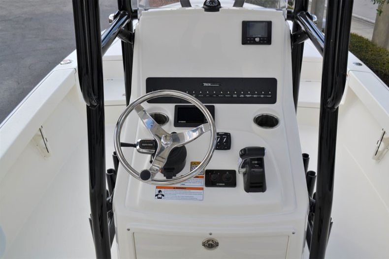 Thumbnail 11 for New 2020 Pathfinder 2500 Hybrid Bay Boat boat for sale in Fort Lauderdale, FL