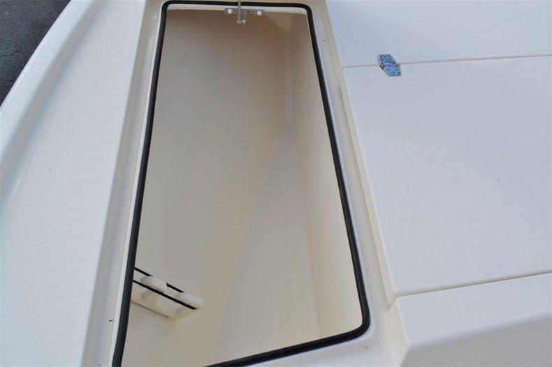 Thumbnail 16 for New 2020 Pathfinder 2500 Hybrid Bay Boat boat for sale in Fort Lauderdale, FL